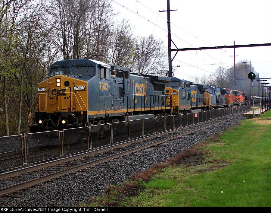 CSX 7903 leading a 5 unit K138
